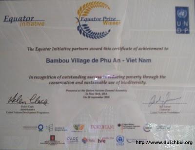 Giải thưởng Xích Đạo cho Làng tre Phú An – Ảnh: nguồn dulichbui.org