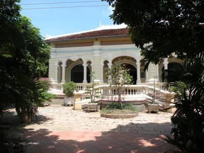 Ngôi nhà nằm giữa vườn nhãn sum suê – Ảnh: Mai Kim Thành