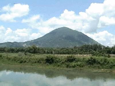 Núi Bà – Ảnh: nguồn diendan.daitangkinh.org