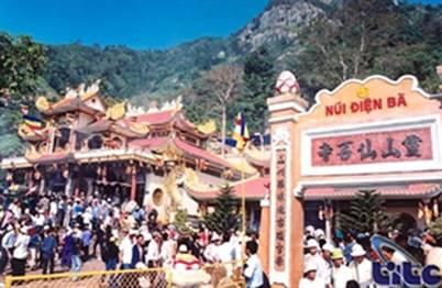 Trẩy hội núi Bà – Ảnh: nguồn soha.vn