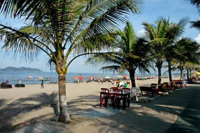Bãi biển Cửa Lò – Ảnh: nguồn httourist.vn