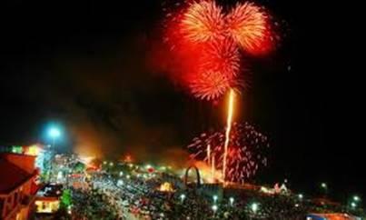 Pháo hoa trong Lễ hội sông nước Cửa Lò – Ảnh: nguồn rongbay.com