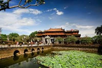 Ngọ Môn nhìn từ Hoàng thành – Ảnh: nguồn lyhocdongphuong.org.vn