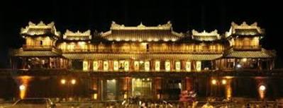 """Ngọ môn trong """"đêm hoàng cung"""" – Ảnh: nguồn vn.360plus.yahoo.com"""