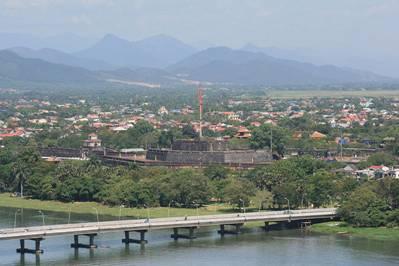 Kỳ đài nhìn từ sông Hương – Ảnh Lưu Ly (nguồn skydoor.net)