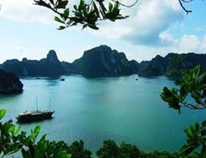 Vịnh Hạ Long – Ảnh: nguồn doanhnhan360.com
