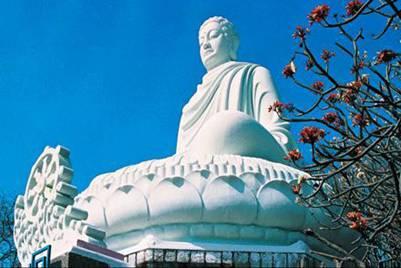 Tượng Kim thân Phật tổ – Ảnh: nguồn seasideresort.com.vn