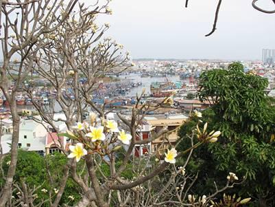 Nhìn ra cảng Bến Đá – Ảnh: nguồn lthdan03.wordpress.com