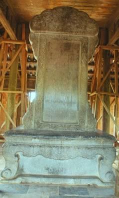 Bia Thánh Đức thần công – Ảnh: nguồn hue.blogsite.org