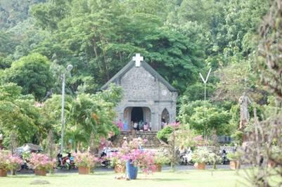 Nhà Tổ – Ảnh: Hoàng Bách (Thuyngakhanhhoa.wordpress.com – 3.8.2009)