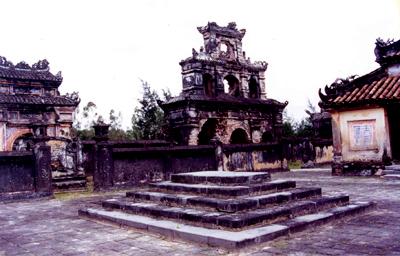 Phần mộ vua Dục Đức – Ảnh: Mai Kim Thành
