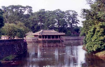 Tạ Xung khiêm trên hồ Lưu Khiêm – Ảnh: Mai Kim Thành