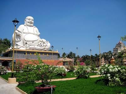 Tượng đài Phật Di Lặc – Ảnh: nguồn thusinhnguyen.forum-viet.net