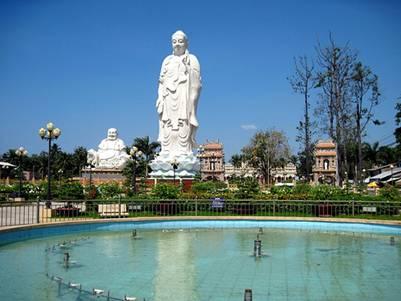 Tượng đài Phật Di Đà – Ảnh: nguồn thusinhnguyen.forum-viet.net