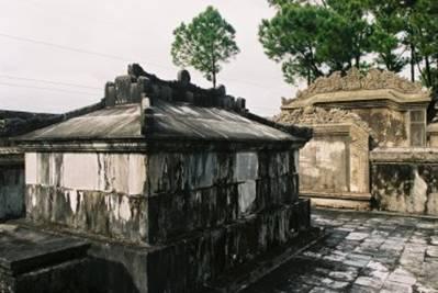 Phần mộ vua Đồng Khánh – Ảnh: nguồn dichvudulich.net.vn