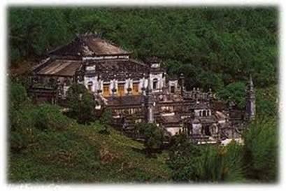 Toàn cảnh lăng Khải Định – Ảnh: nguồn caibatvang.com