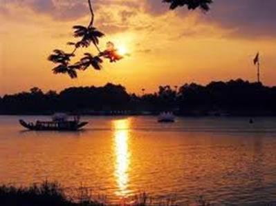 Hoàng hôn trên sông Hương – Ảnh: nguồn tienphong.vn
