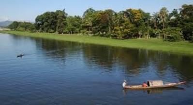 Lặng lờ dòng nước sông Hương – Ảnh: nguồn my.opera.com