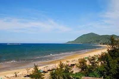 Bãi biển Thiên Cầm – Ảnh: nguồn dulichthienthai.com