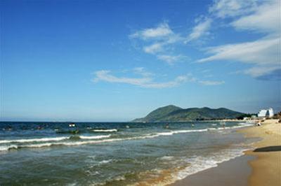 Biển Thiên Cầm – Ảnh: nguồn hathaitours.com