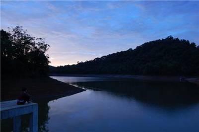 Cảnh đẹp bên hồ – Ảnh: nguồn lukhach24h.com