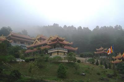 Tây Thiên, danh thắng nổi tiếng nằm gần Tam Đảo – Ảnh: Nguyễn Tiến Thành (VnExpress.net – 25.2.2009)