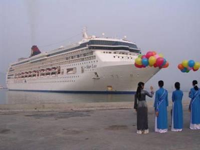 Đón tàu du lịch vào cảng – Ảnh: nguồn chanmayport.com.vn