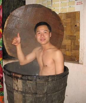 """Bồn tắm phục vụ khách """"tắm thuốc"""""""