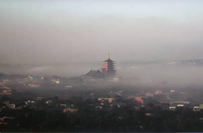 Ngôi chùa đẹp huyền ảo trong làn sương mù xứ cao nguyên