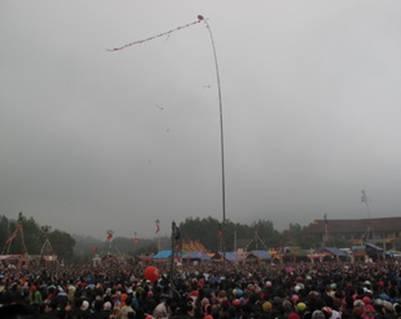 Hội tung còn thu hút sự tham gia của đông đảo người dân