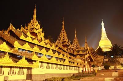 Shwedagon rực rỡ khi đêm về