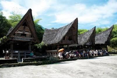Những mái nhà hình thuyền đặc trưng