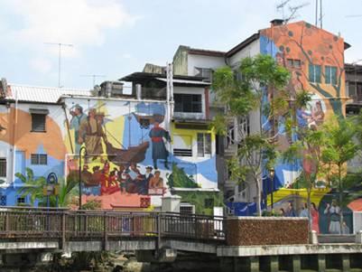 Những bức tranh tường nhiều màu sắc