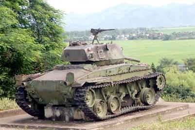 Cỗ xe tăng chiến lợi phẩm đặt tại đồi A1