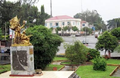 Thị trấn Lộc Ninh nhìn từ Nhà Giao tế