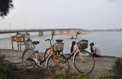Cầu Nhật Lệ bắc qua sông Nhật Lệ