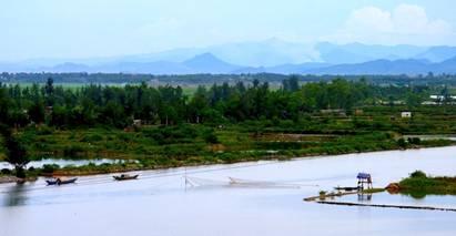 Sông Nhật Lệ và dãy núi Đầu Mâu