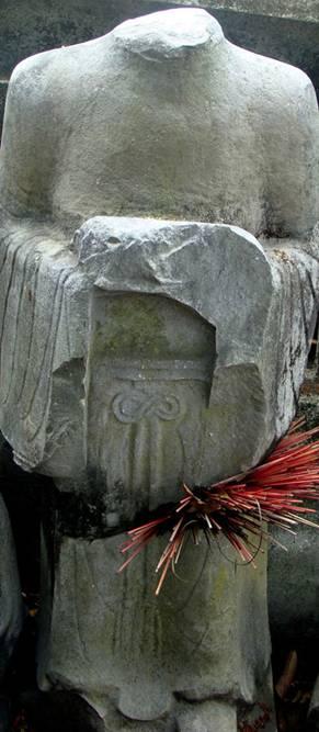 Lâm tặc đập vỡ tượng đá