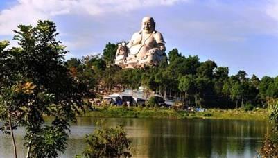 Tượng Phật Di Lặc trên núi Cấm