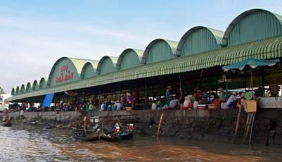 Chợ Ngã Bảy trên bờ