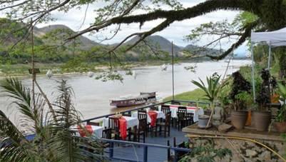 Một nhà hàng bên sông