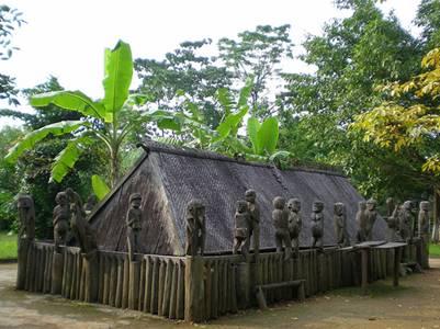 Nhà mồ trong lễ Pơ Thi