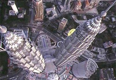 Hai tòa tháp nhìn từ trên cao