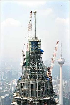 Xây dựng tháp trang trí