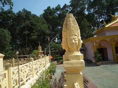 Đầu thần Mama Prưm bốn mặt