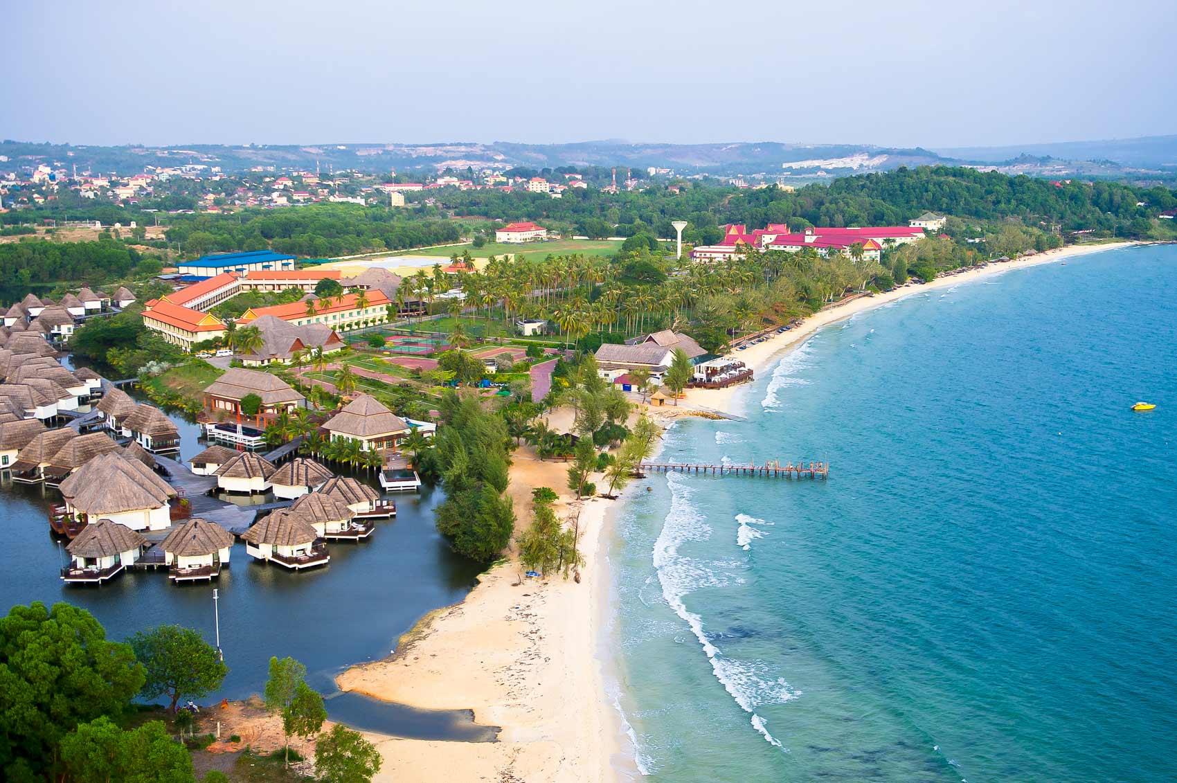 Một khu resort cạnh bãi biển