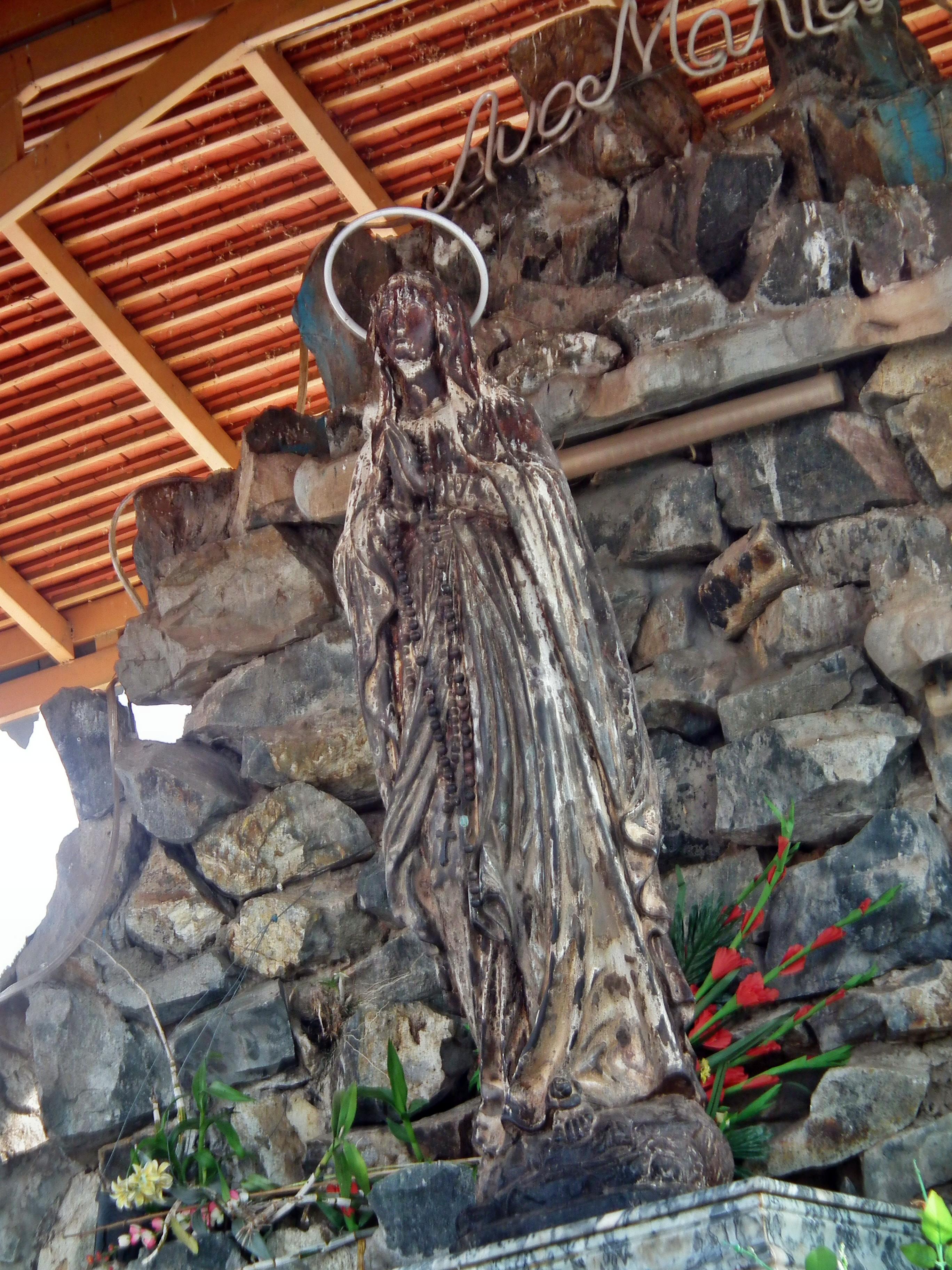 Hai tượng Đức Mẹ Mekong