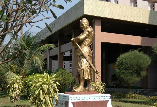 Tượng vua Bayinnaung