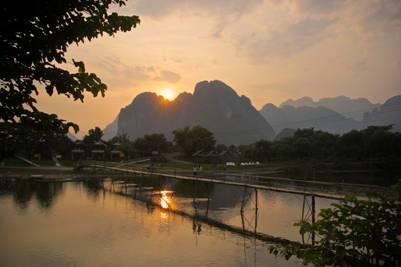 Vang Vieng đẹp như tranh