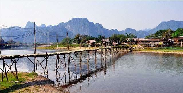 Cầu Vang Vieng